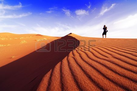 7467638-photographing-the-desert-of-southern-morocco-on-a-day-of-dune
