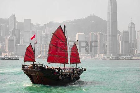 5695233-hong-kong-famous-junk-boat