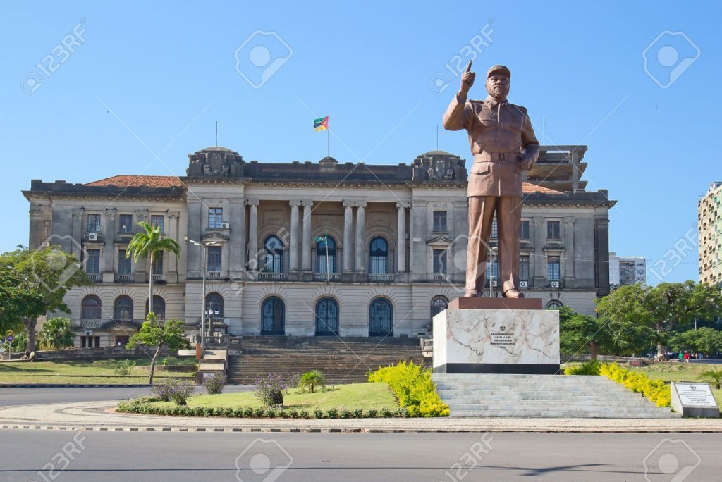 15803047-City-hall-and-statue-of-Michel-Samora-in-Maputo-Mozambique-Stock-Photo