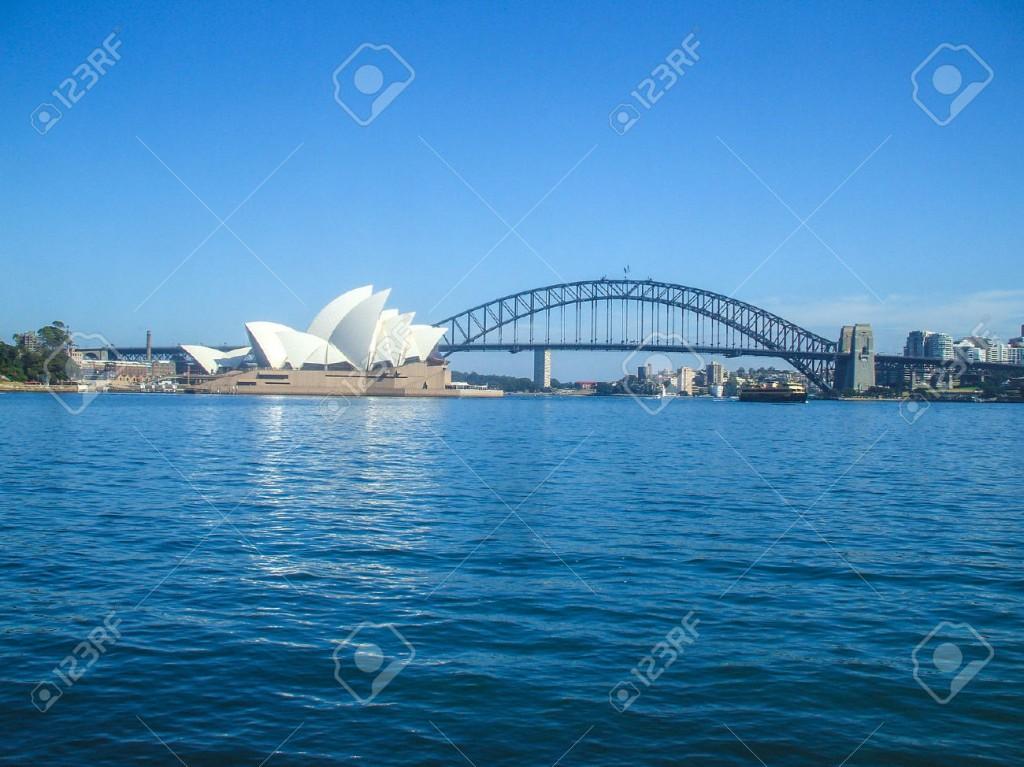 25600727-Sydney-Opera-House-Sydney-Harbour-Bridge-road-bridge-city-Australia-Sydney-beautiful-curve-house-peo-Stock-Photo (1)
