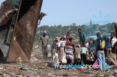 african-women-100207877