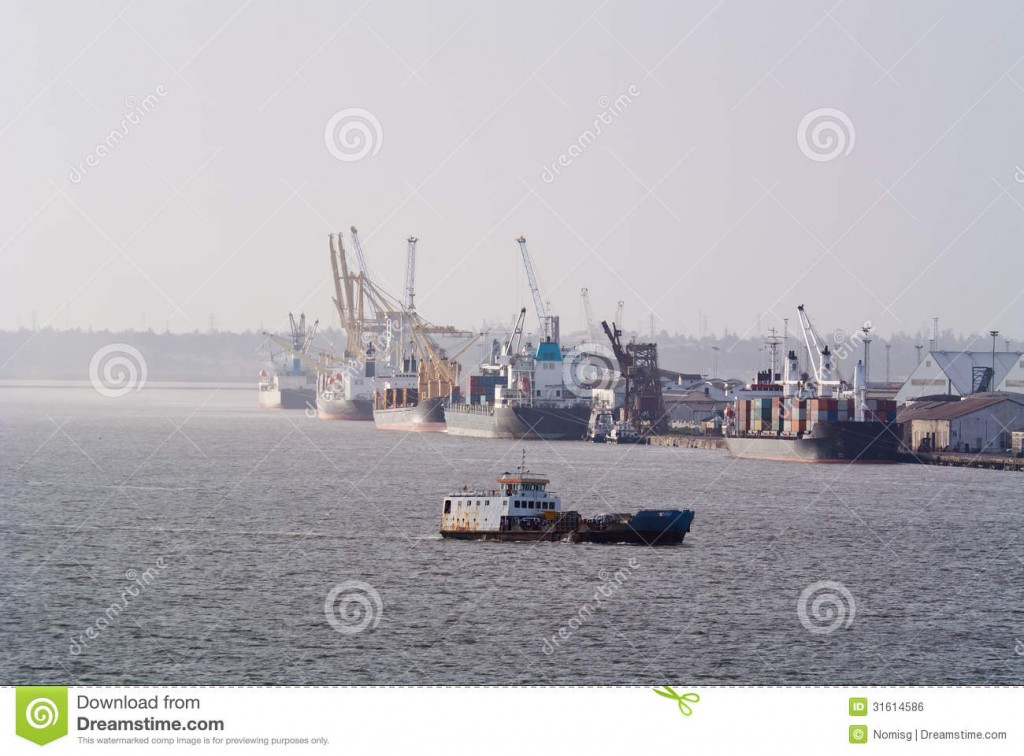 commercial-shipping-maputo-large-ships-docked-harbour-31614586