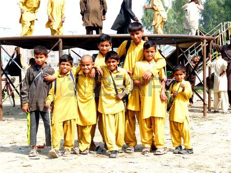 6886314-punjab-pakistan--october-16-a-group-of-village-school-students-gather-for-photograph-during-their-br