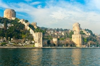 11039821-the-beautiful-view-of-rumeli-fortress-istanbul-turkey
