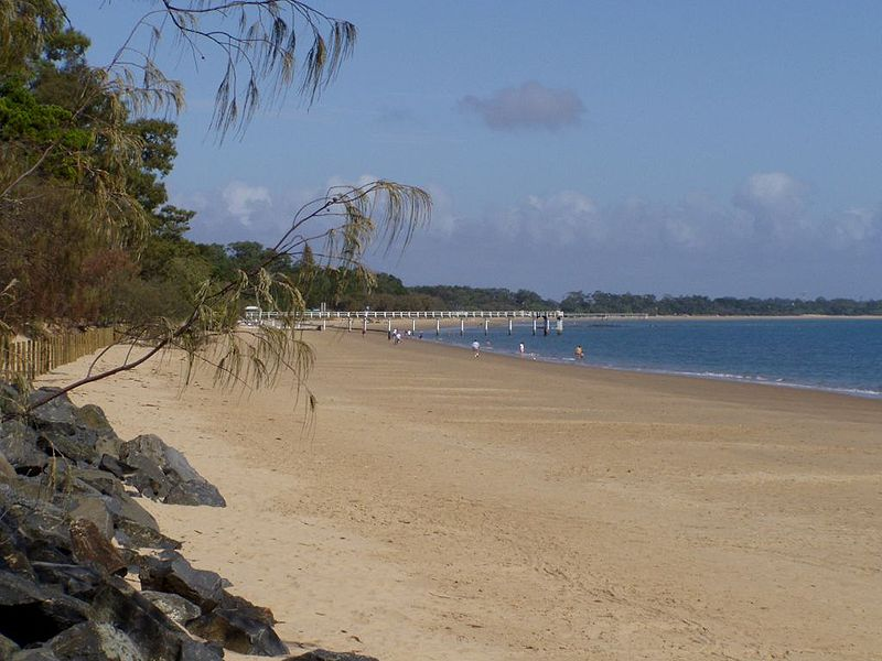 800px-Hervey_Bay_beach
